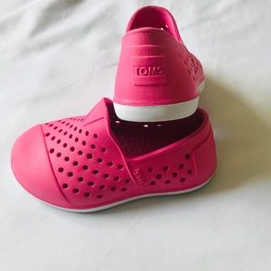 EUC Toms pink Romper slip-ons  toddlers size 5